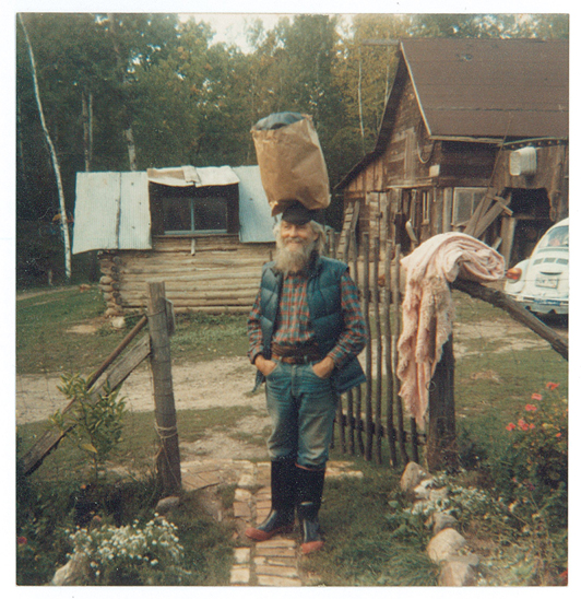 Larry F. Johnson at the home of Carol Christiansen Gatts and Bob Gatts in Cushing, MN. Larry learned how to carry groceries on his head during a trip to Jamaica. Photo courtesy Carol Christiansen.