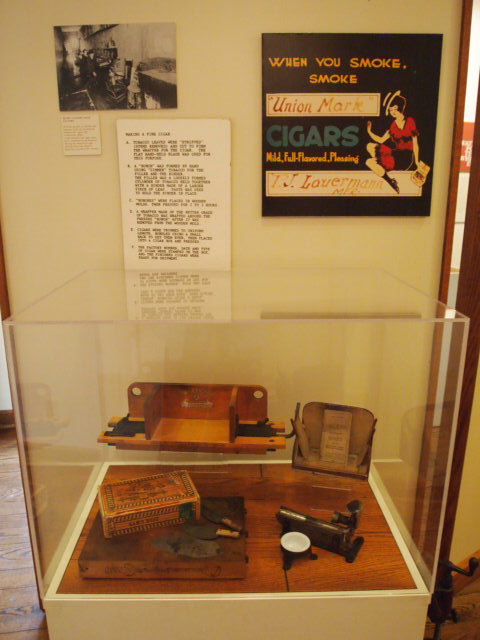 Cigar factory exhibit at the Weyerhaeuser Museum. Here you can see one of the exhibit cases designed for the museum by Foster Dunwiddie. Behind the case is one of the museum's magnetic movable walls, also part of Foster's design.