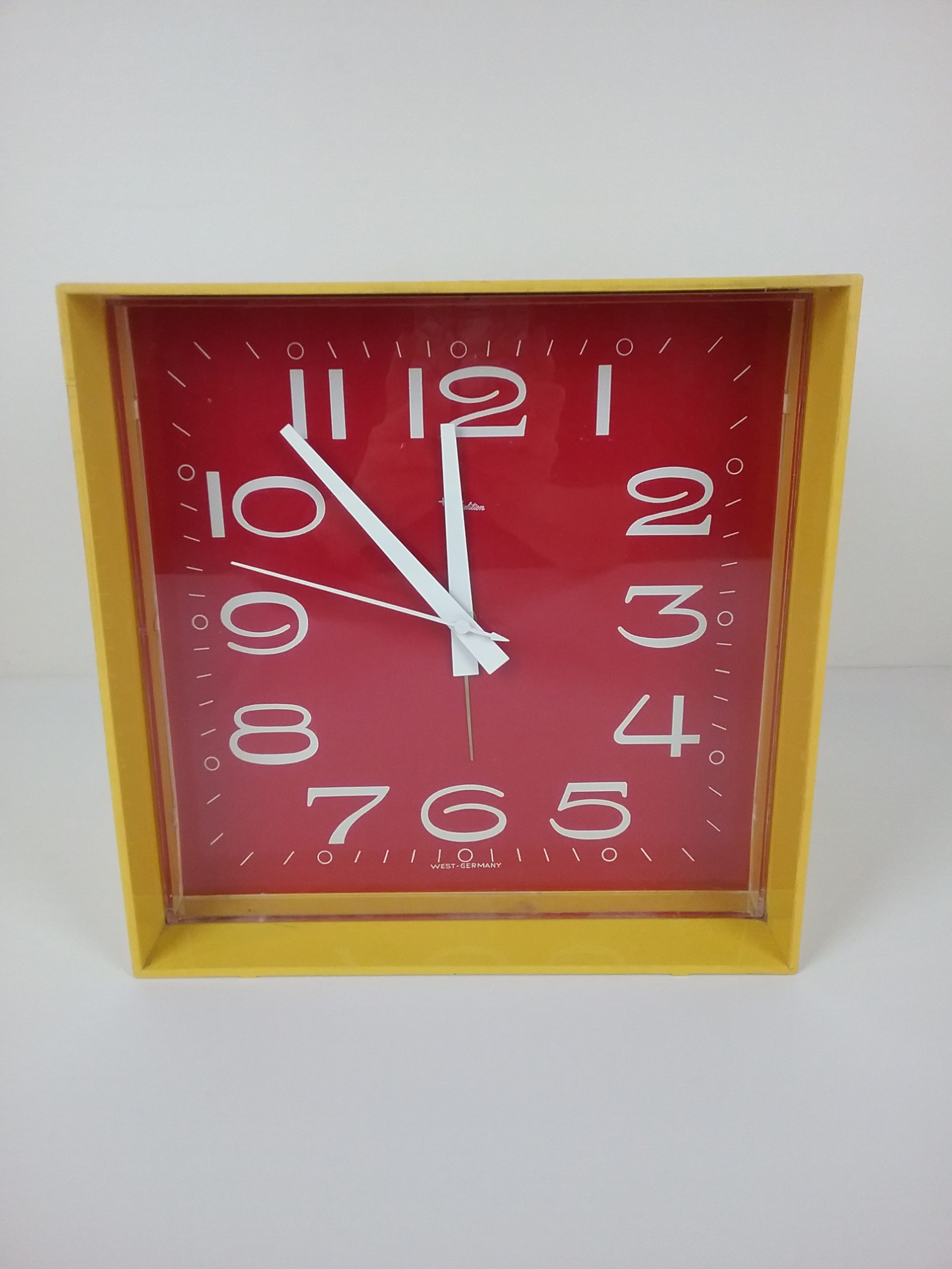 Pop art clock, MCHS collections.